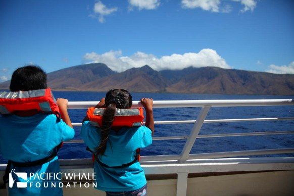 2 children during a keiki whalewatch